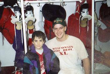 nhl in wisconsin hockey player with kid